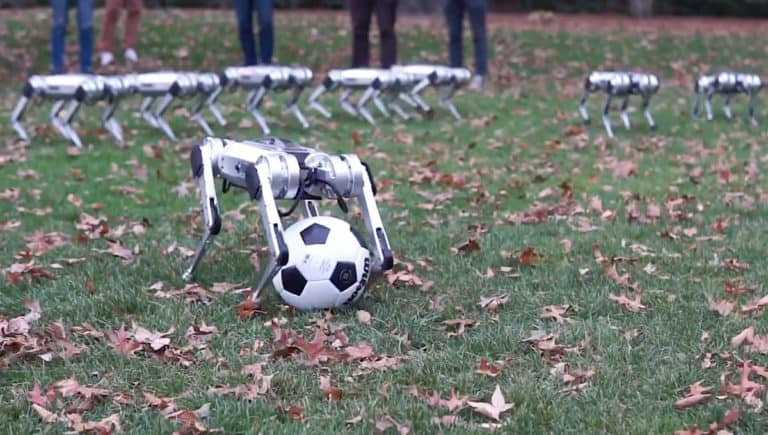 Tanding Sepak Bola, Tim Robot Mini Cheetah Selebrasi <i></noscript>Backflip</i> [Video]