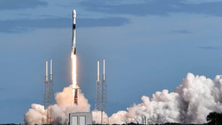 SpaceX Luncurkan 60 Satelit Starlink untuk Internet Super Cepat