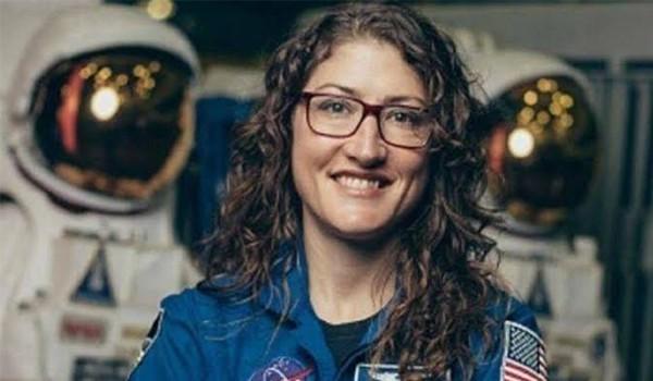 Wow! Astronot Perempuan Ini Hampir Setahun Tinggal di Luar Angkasa