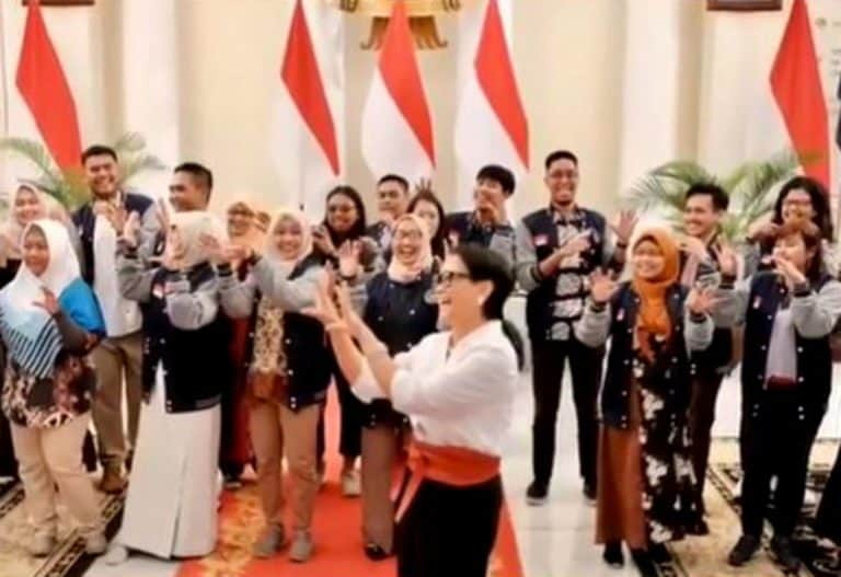 "Viral! Menlu Retno Joget TikTok ""Lagu DJ Gagak"""