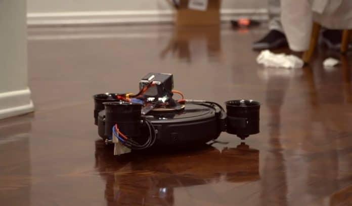Robot terbang