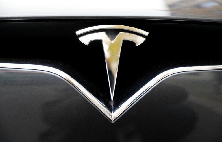 Gara-gara Sistem Autopilot, Mobil Listrik Tesla Tabrak Mobil Polisi