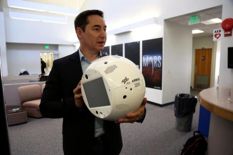 Robot Cerdas Ini Temani Astronot saat Galau di Luar Angkasa