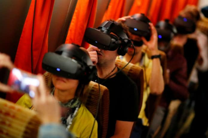 teknologi Headset VR Anak Autis