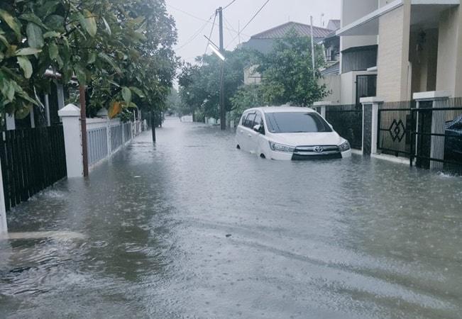 Jakarta Banjir, BTS Indosat, XL dan Smartfren Terganggu