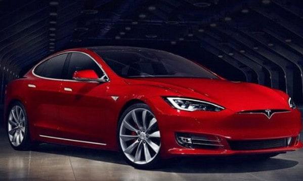 Mobil Tesla Ditarik