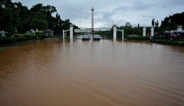 Jakarta Diguyur Hujan, Tagar #Banjir jadi Trending Topic
