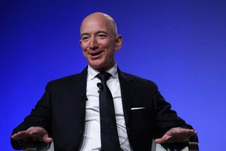 Facebook Salahkan Apple Terkait Kasus Jeff Bezos