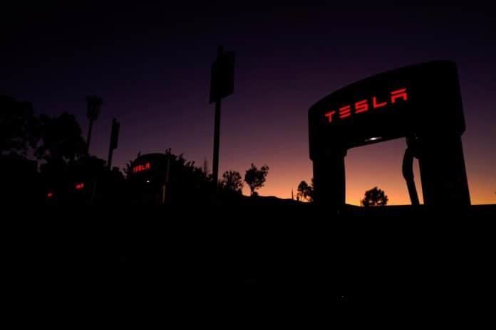 Tesla digugat rasisme