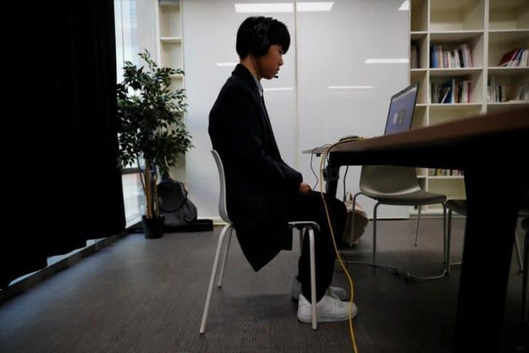 """Pencari Kerja di Korsel Cari Cara """"Kalahkan"""" Robot AI"""