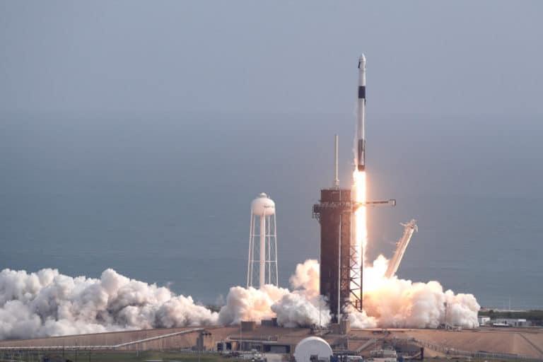 SpaceX Sukses Terbangkan Kapsul Crew Dragon, tapi Malah Meledak