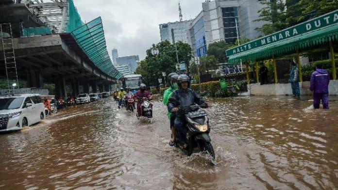 Pantau Banjir Jakarta
