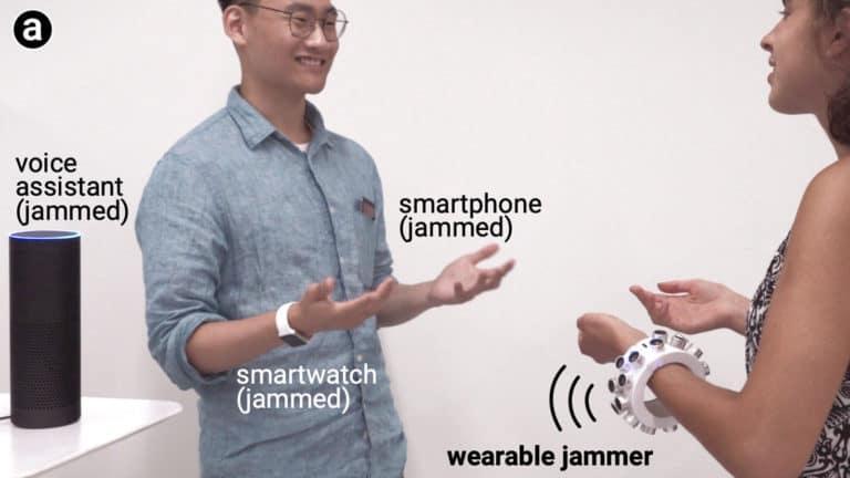 """Dua Profesor Ini Ciptakan Gelang Ultrasonik """"Pengacau"""" Amazon Echo"""