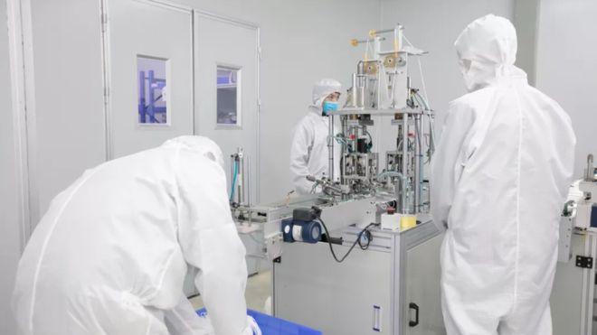 Perangi Virus Corona, Foxconn Akan Produksi 2 Juta Masker