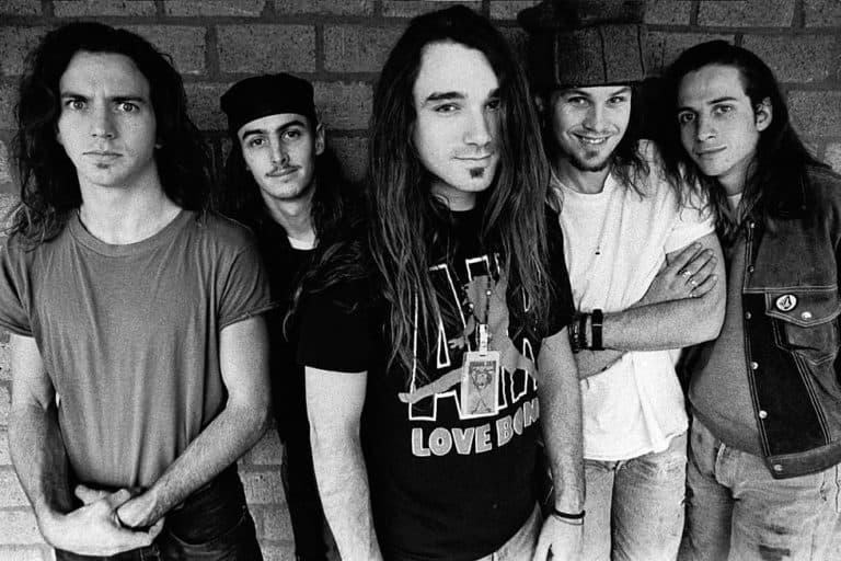 "Lagu ""Superblood Wolfmoon"" dari Pearl Jam Bisa Diputar via AR"