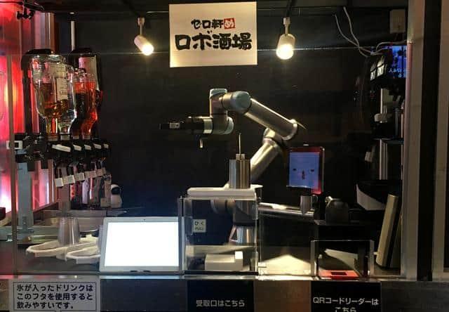 Wew! Robot Bartender di Jepang Pintar Banget Bikin Koktail