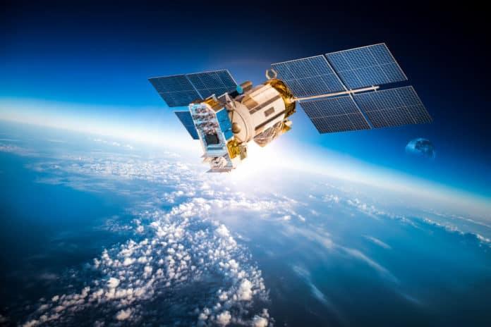 Hacker satelit senjata
