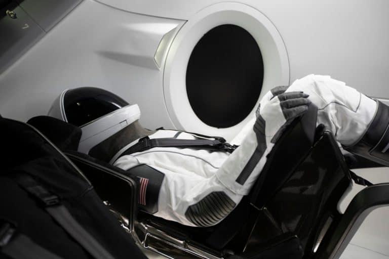 """Tahun Depan, SpaceX Kirim Tiga Turis """"Tajir"""" ke Antariksa"""
