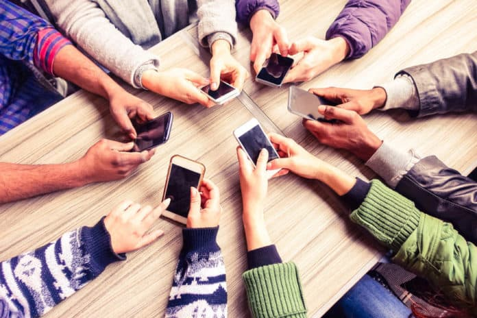 Bersihkan Ponsel virus corona di ponsel