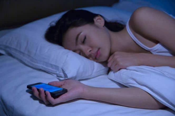 Mayoritas Orang Manfaatkan Teknologi untuk Bisa Tidur