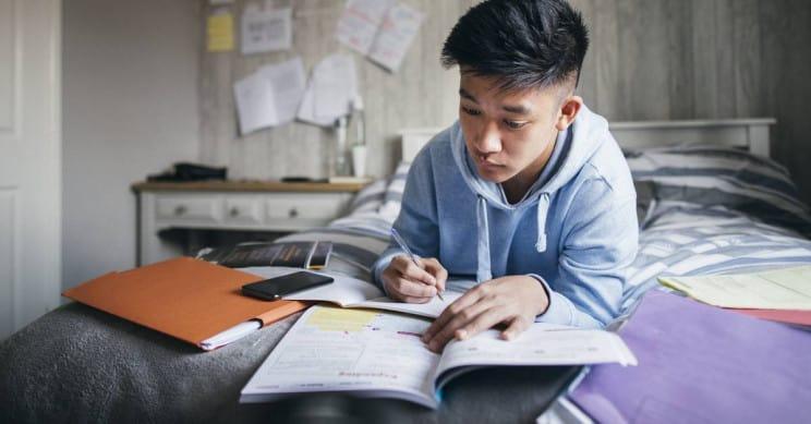 """Cara """"Pintar"""" Anak-anak di Wuhan Hindari PR Sekolah"""