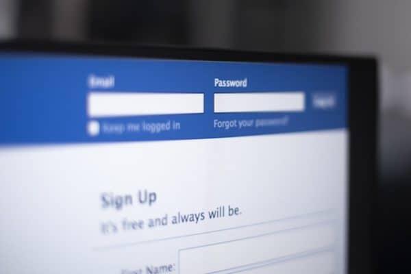 Hoaks Politik Facebook