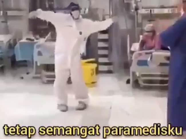 Video Viral 'Pejuang Medis' Melepas Penat dengan Bergoyang TikTok