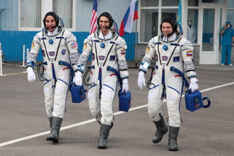 Bumi Dilanda Corona, Tiga Astronot Ini Terbang ke ISS