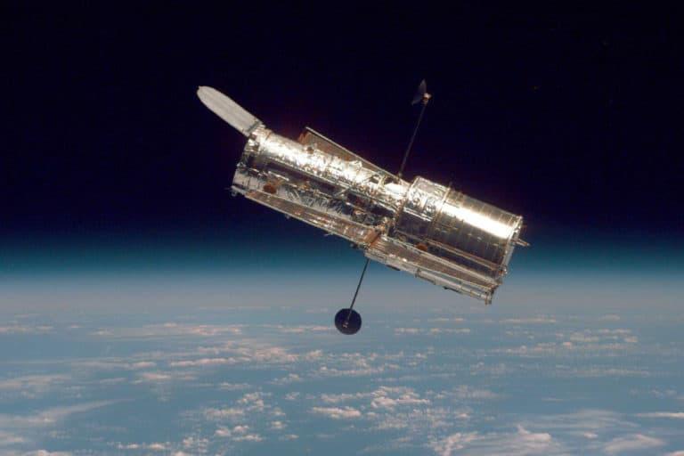 Rentetan Foto Menakjubkan di Hari Jadi 30 Tahun Teleskop Hubble