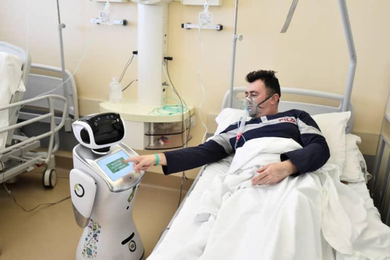 Robot Tommy Bantu Italia Tangani Pasien Covid-19