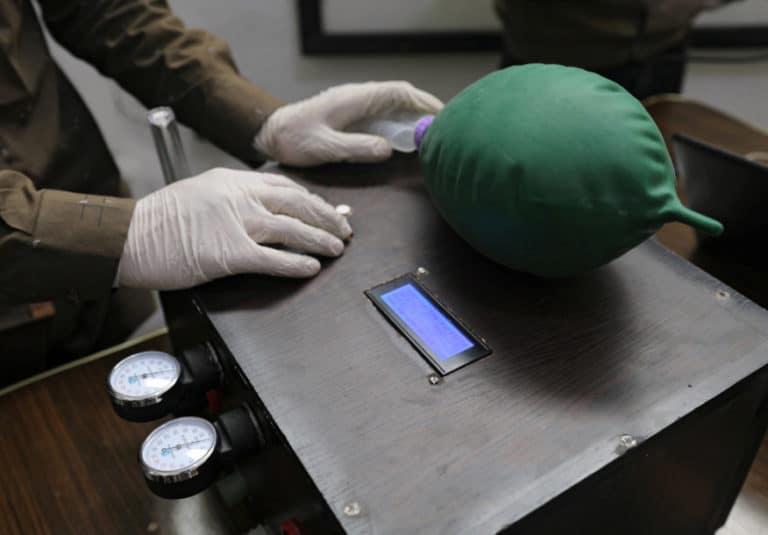 Minim Alat, Relawan Suriah Bikin Ventilator Covid-19 Darurat