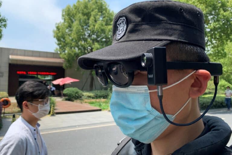 Kacamata Deteksi Pasien Covid-19 Laris Manis