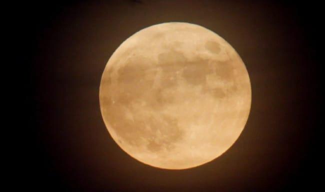Donald Trump Susun Pakta Hukum Penambangan di Bulan