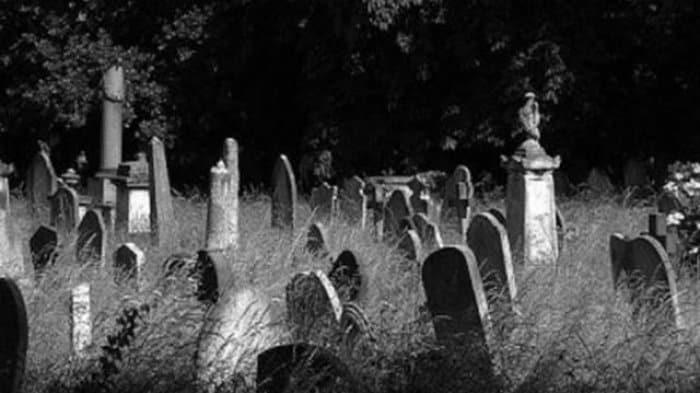 Kisah Horor Driver Ojol Antar Penumpang Misterius ke Kuburan