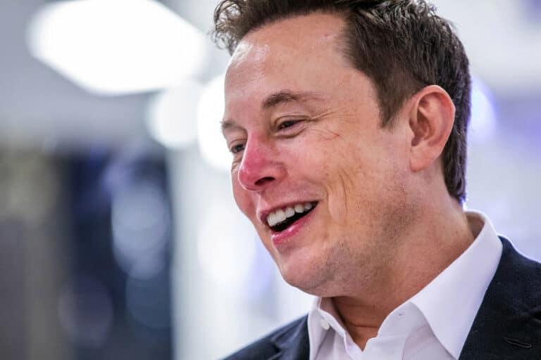 Elon Musk Debat Soal Hasil Uji Tesla Model S Terbaru