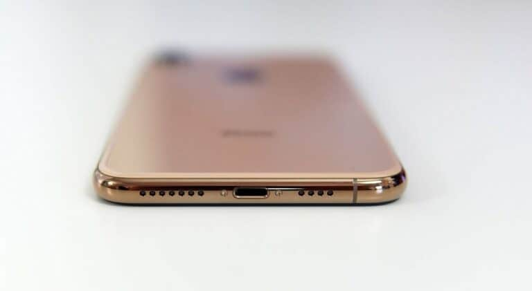 Apple Bakal Rilis 'iPhone Portless' pada 2021?