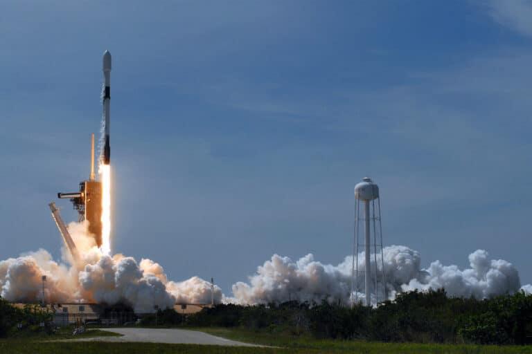 Hari Ini Roket SpaceX Meluncur Bawa Dua Astronot NASA
