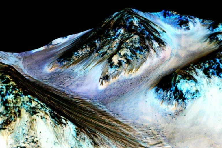Mars Tertutup Genangan Air Asin Sangat Dingin?