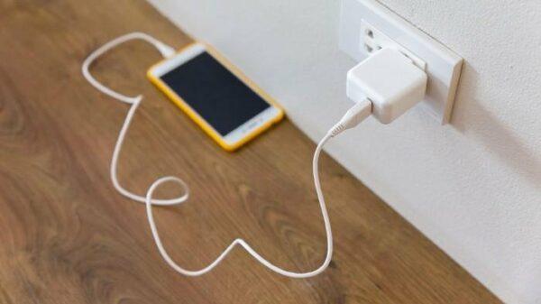 7 Tips Mengatasi Baterai Ponsel Tidak Bisa Dicas