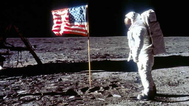 Manusia sudah ke Bulan
