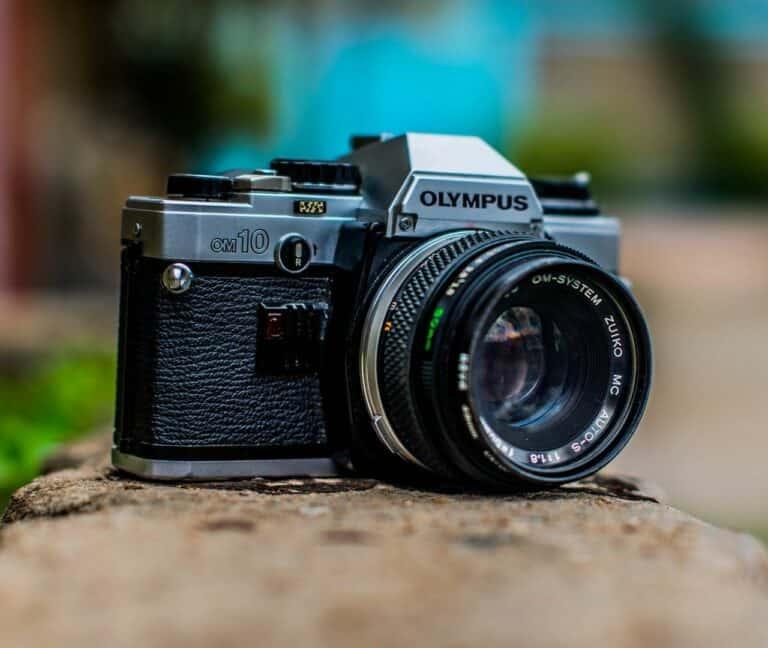 Takluk Lawan Smartphone, Olympus Mundur dari Bisnis Kamera
