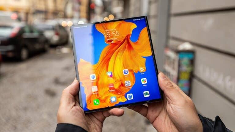 Futuristik! 7 Smartphone Layar Lipat Terbaik 2020