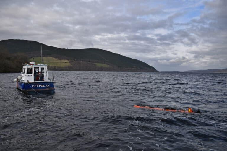 Drone Bawah Air Berburu Harta Karun di Dasar Laut