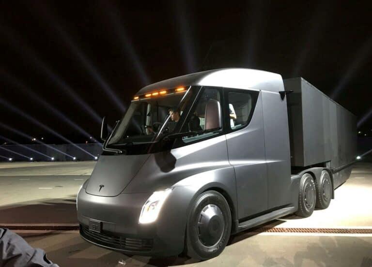 Saham Tesla Tembus Rp 14,2 Juta Gegara Semi Truck