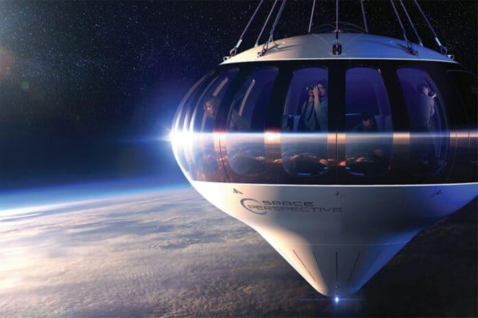 luar angkasa naik balon udara