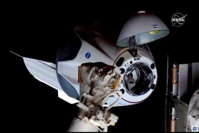 Dua Astronot NASA dengan Roket SpaceX Telah Berlabuh di ISS