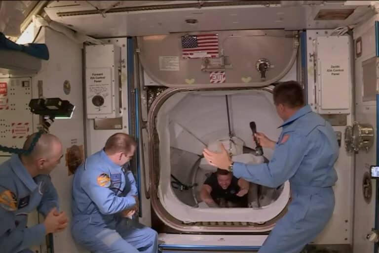 Astronot NASA Ceritakan Perjalanan ke ISS dengan SpaceX