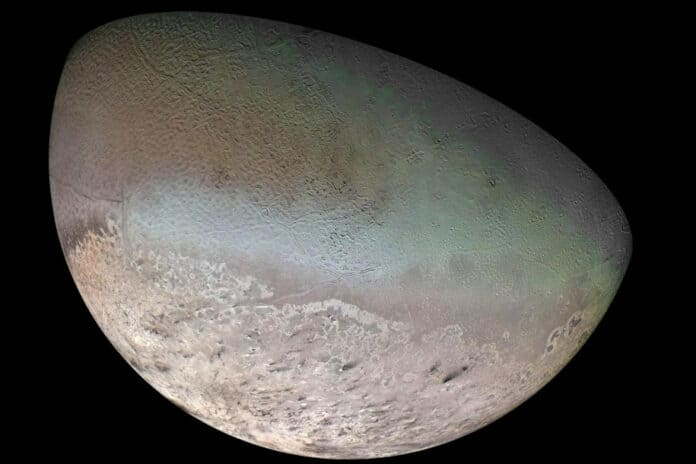 Bulan Triton Neptunus