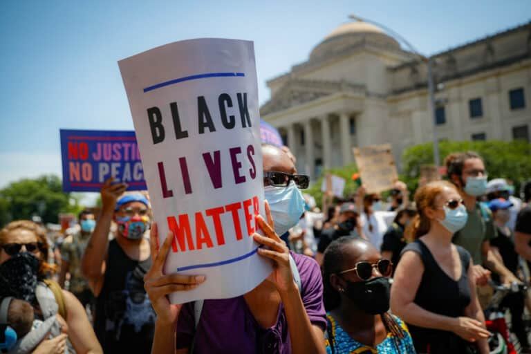Jaringan Group Facebook Serang Gerakan Black Lives Matter