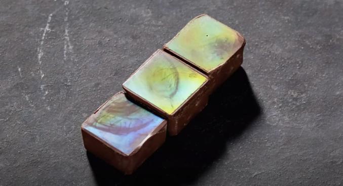 Ilmuwan Bikin Cokelat Hologram yang Bisa Berubah Warna